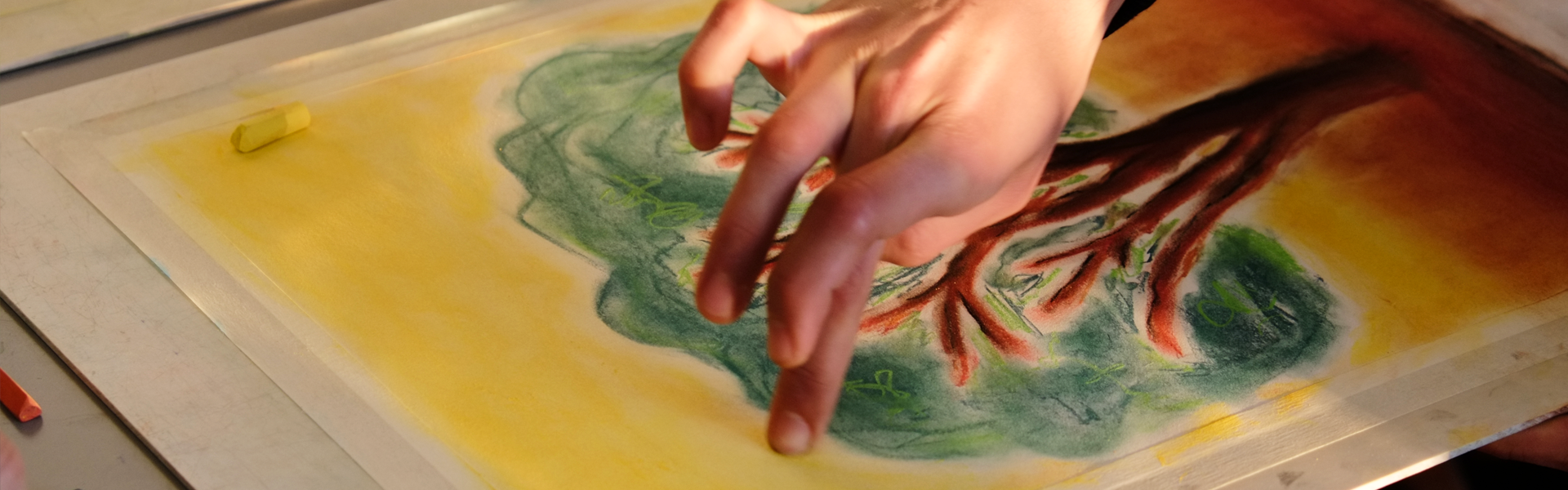 mão a desenhar